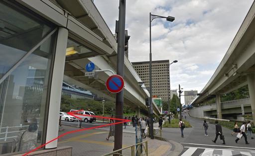 D出口を出たら、信号を渡って左に曲がり、弁慶橋を渡る